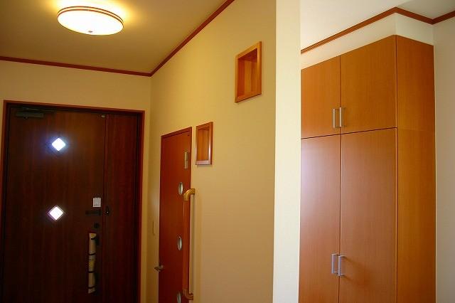家族専用玄関と大収納のある家