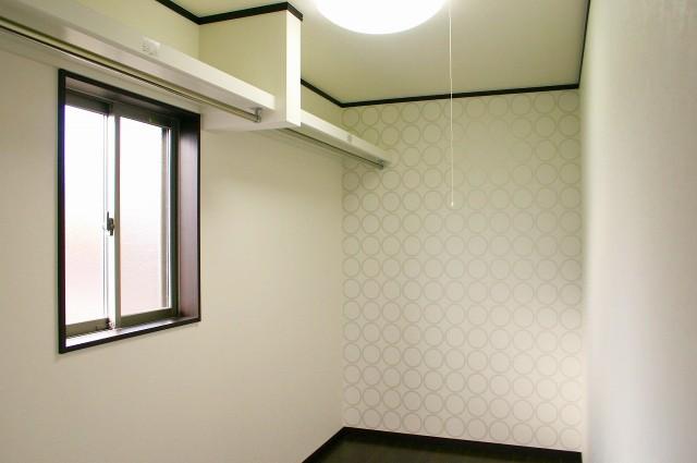 シンプルモダンの白い家
