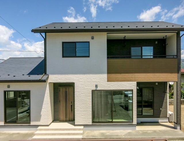 甲州市勝沼町  大きな収納と住みやすさをカタチにした家