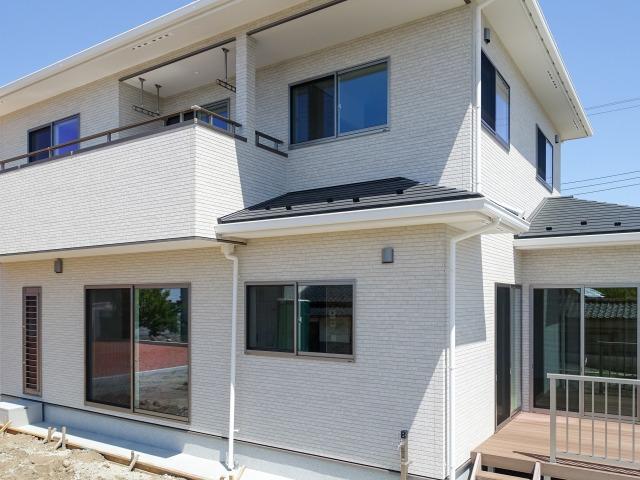 山梨市小原西 本棚がたくさんあるZEHの家
