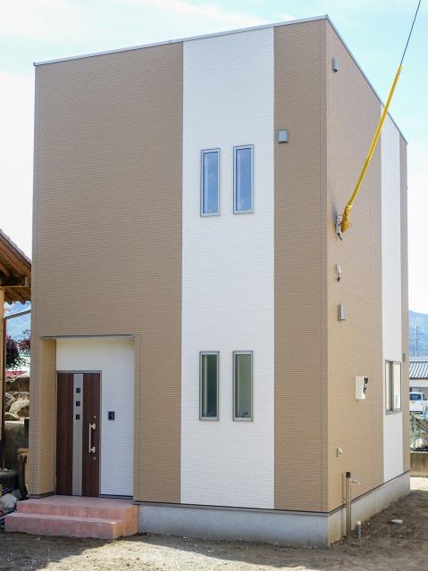 笛吹市石和町 笛吹市石和町 住宅街に建つ2LDK仕様のラッキーキューブ